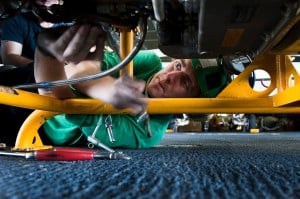 US_Navy_111005-N-HN991-100_Aviation_Machinist's_Mate_2nd_Class_Donald_Garman,_from_Long_Beach,_Calif.,_removes_engine_mounts_from_a_T700_motor_from